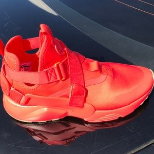 Women Nike Air HUARACHE city as 10.5